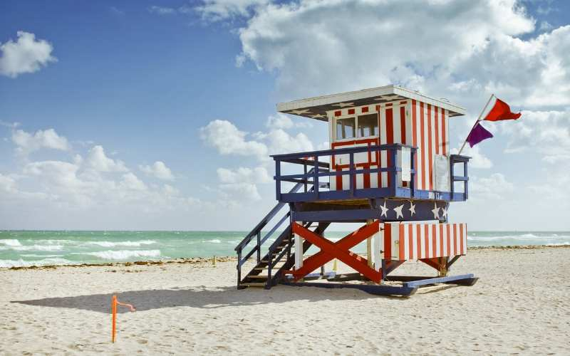 beach-lifeguard-stand