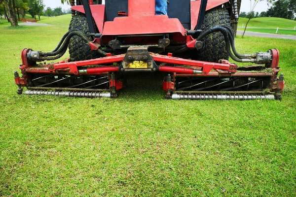commercial-mower-landscaping-company